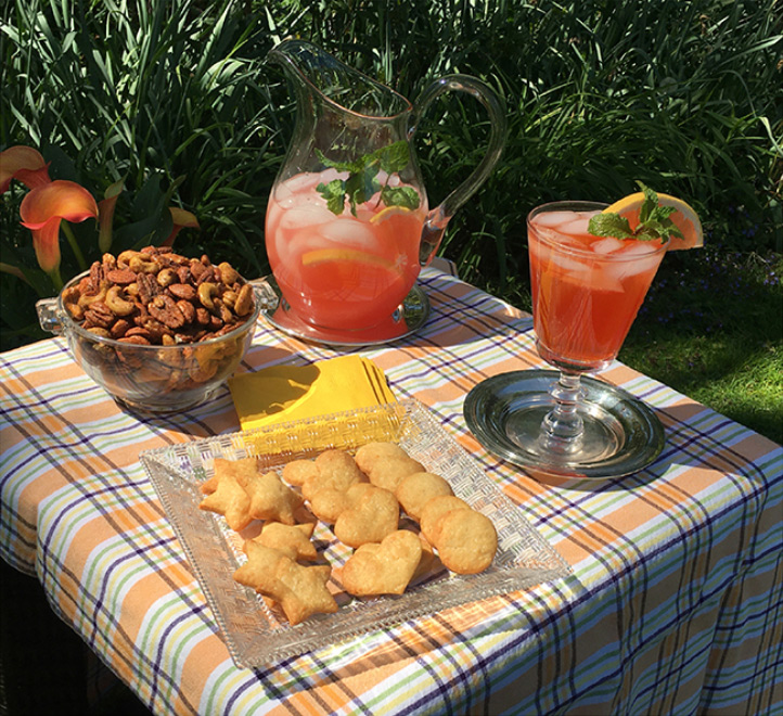 Cocktails and snacks by Ellen Lange